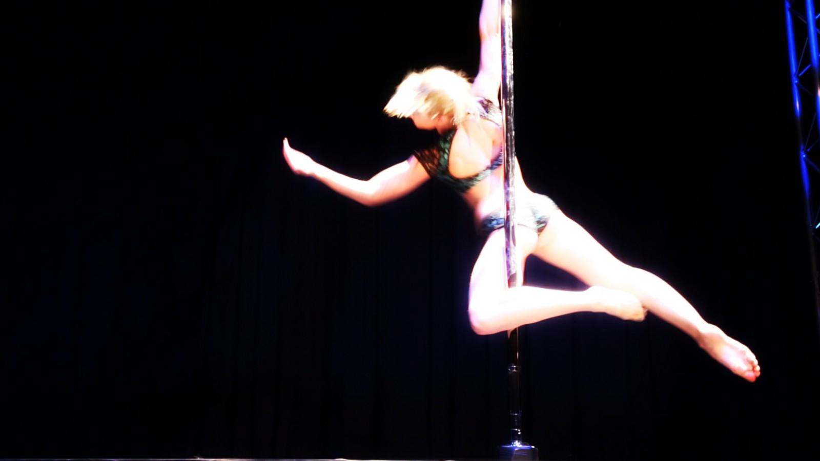 Pole dance photo