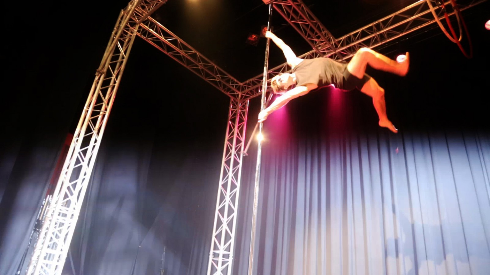 acrobatie en Pole Dance
